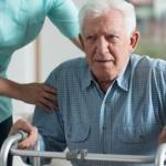 גמלאי שמקבל טיפול במסגרת ביטוח בריאות