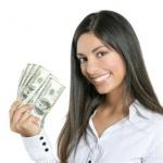 אשה עצמאית שחסכה כסף בביטוח פנסיה