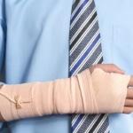 אדם שנפצע ועדיין לא ברור האם סובל מאובדן כושר עבודה מלא או חלקי