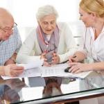 זוג מבוגר שיש לו ביטוח סיעודי