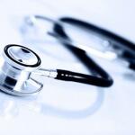 סטטוסקופ וטופס ביטוח משכנתא לחולי קוליטיס