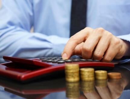 מגדלי מטבעות כסף ומחשבון לחישוב ביטוח פנסיה